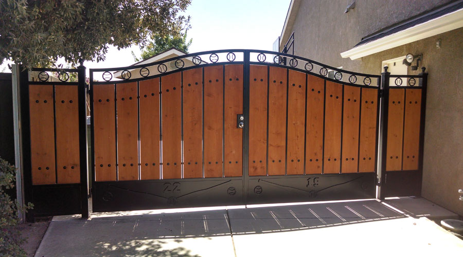 Large Colonial Wooden Gate