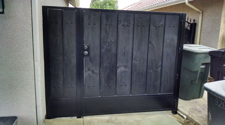 Black Simple Wooden Square Gate